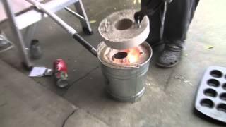 melting aluminum in a home-made mini foundry
