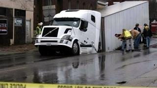 WORLD of VEHICLES. CRAZY TRUCK DRIVERS FAILS Compilation