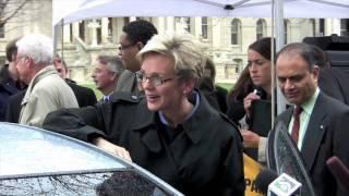 Gov. Granholm checks out advanced battery powered cars