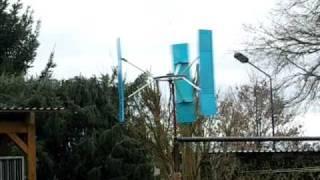 Darrieus, vertikales Windrad bei starkem Wind