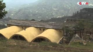 Environmentalist Builds Houses with Recycled Materials in Colombia