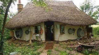 English Farmer Builds Incredible Hobbit House for Just 150 Pounds