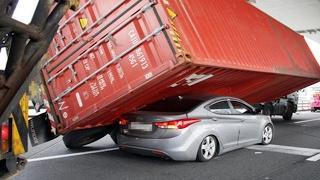 WORLD of VEHICLES  CRAZY HYUNDAI DRIVING FAILS
